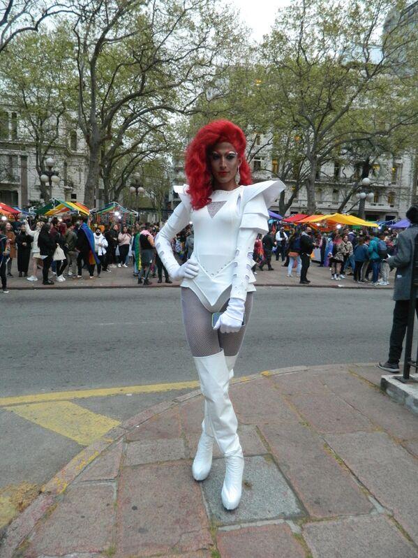 Drag queens también marcharon reivindicando sus derechos.  - Sputnik Mundo