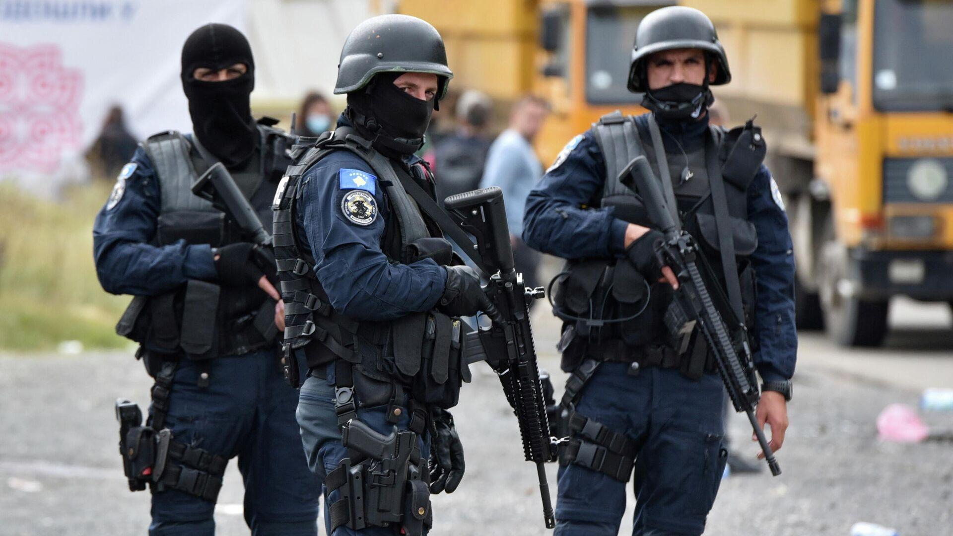 Agentes de Policía de Kosovo  - Sputnik Mundo, 1920, 13.10.2021