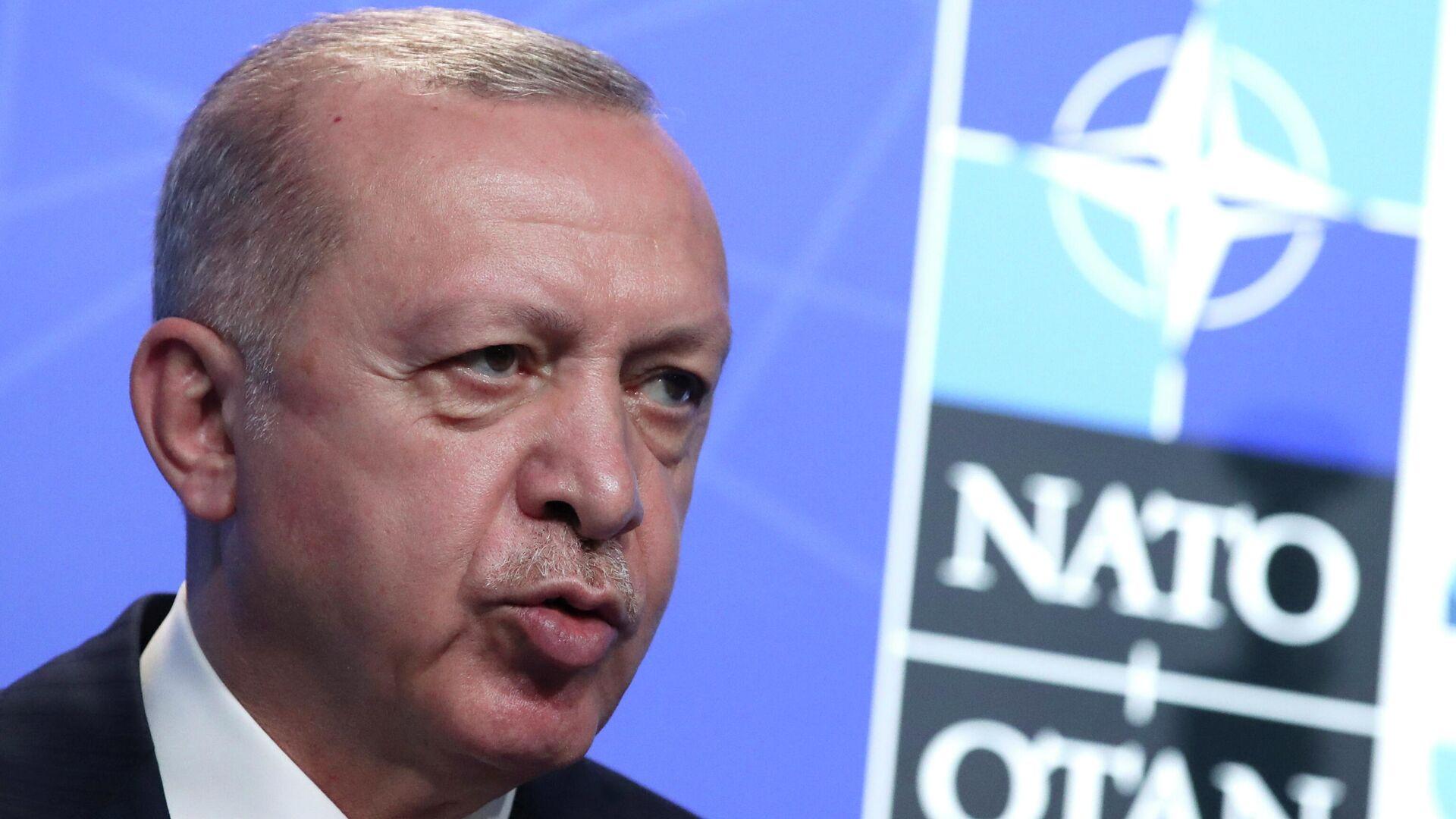 Recep Tayyip Erdogan, presidente de Truquía, durante la cumbre de la OTAN en Bruselas (Bélgica), el 14 de junio del 2021 - Sputnik Mundo, 1920, 26.09.2021
