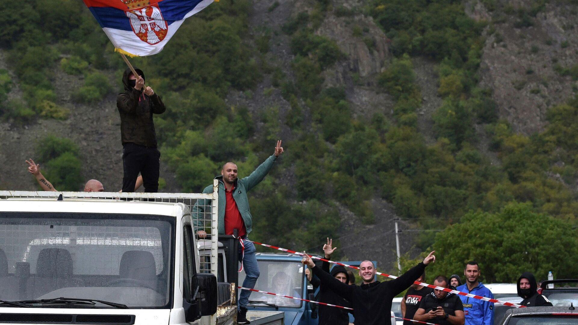 Los serbios de Kosovo protestan contra las restricciones de viaje con matrícula serbia en Jarinje  (Serbia), el 21 de septiembre del 2021 - Sputnik Mundo, 1920, 26.09.2021