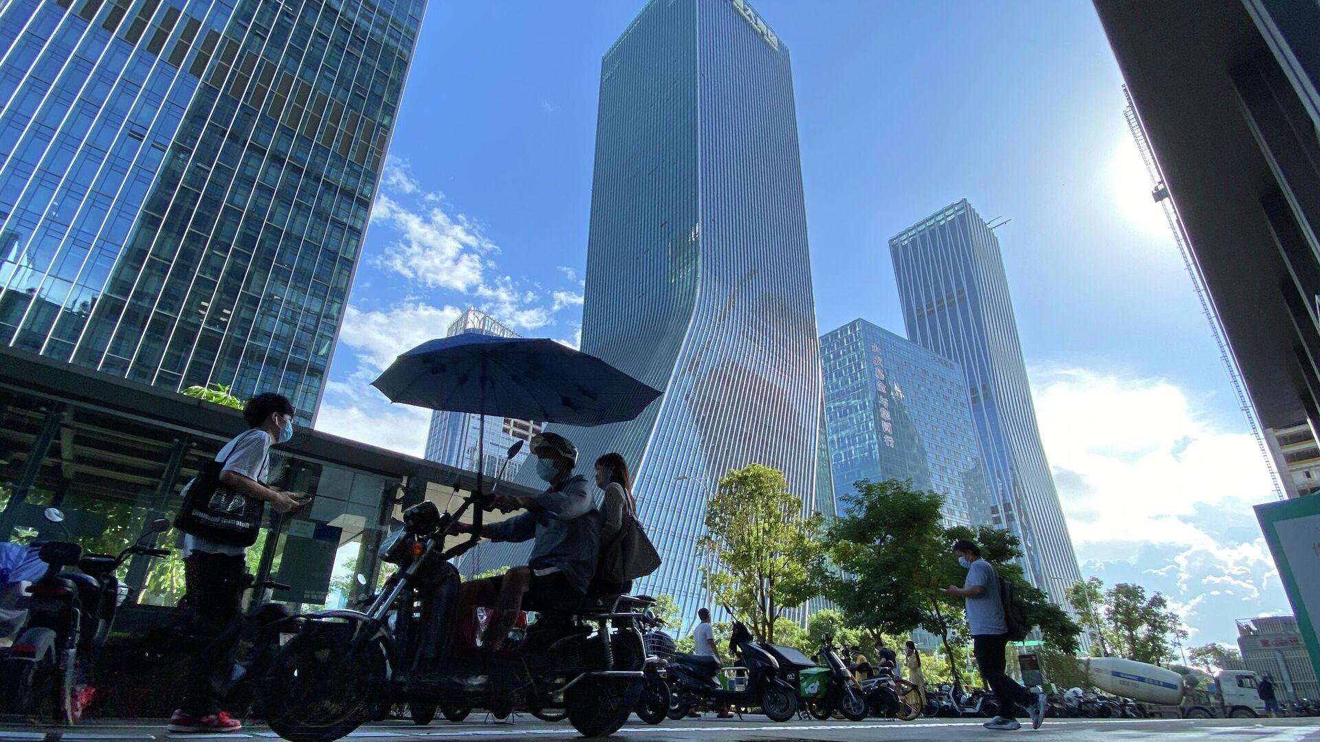 Protesta frente a la sede de Evergrande en Shenzhen (China), el 23 de septiembre del 2021 - Sputnik Mundo, 1920, 27.09.2021