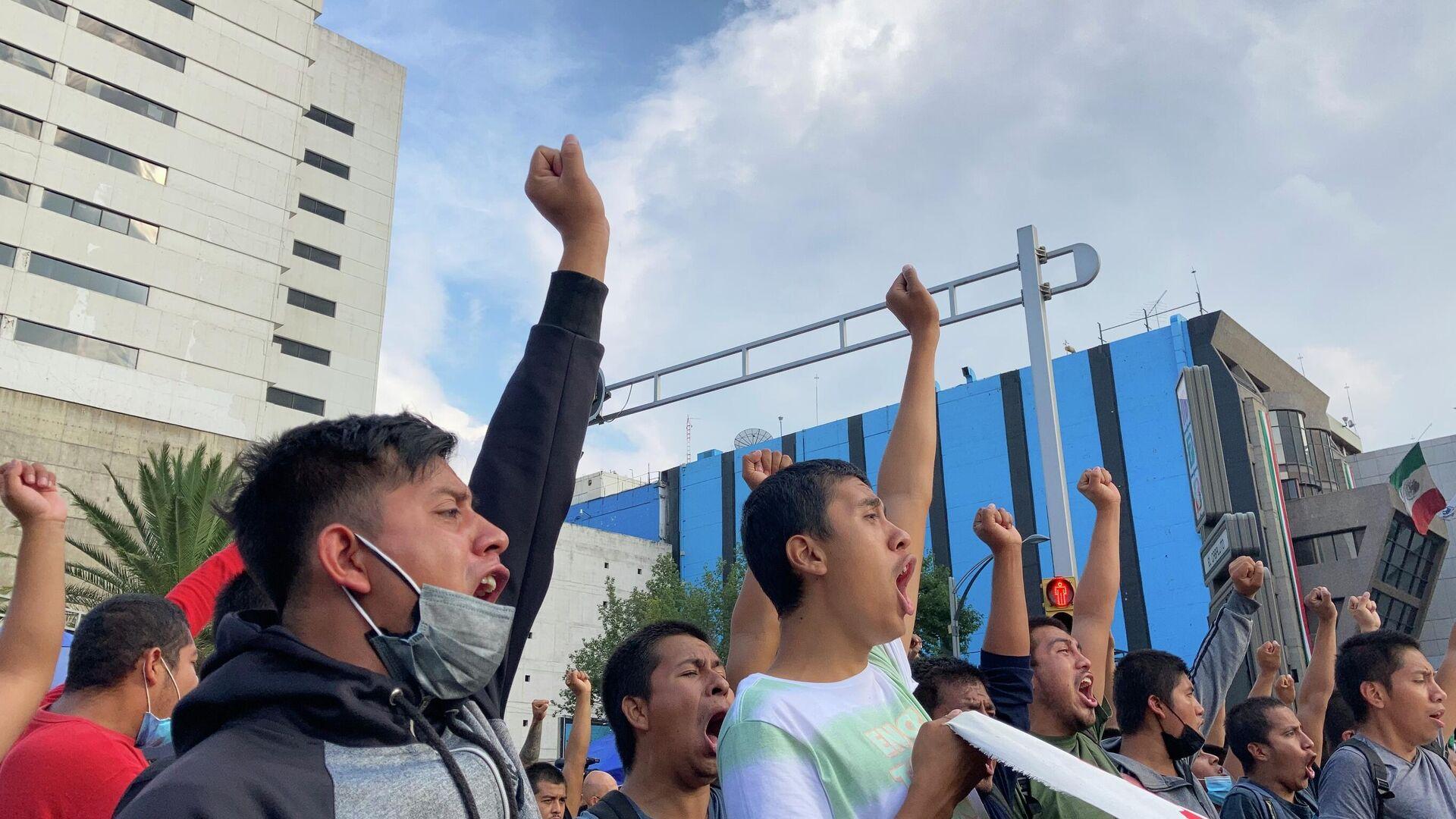 Manifestación por el séptimo aniversario de la desaparición de los 43 estudiantes de Ayotzinapa - Sputnik Mundo, 1920, 06.10.2021