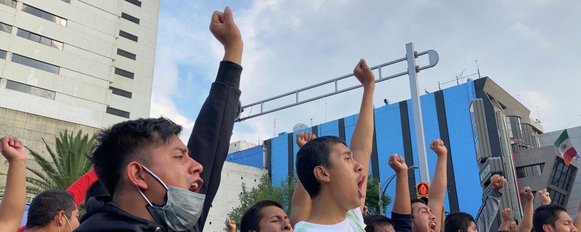Manifestación por el séptimo aniversario de la desaparición de los 43 estudiantes de Ayotzinapa - Sputnik Mundo, 1920, 07.10.2021