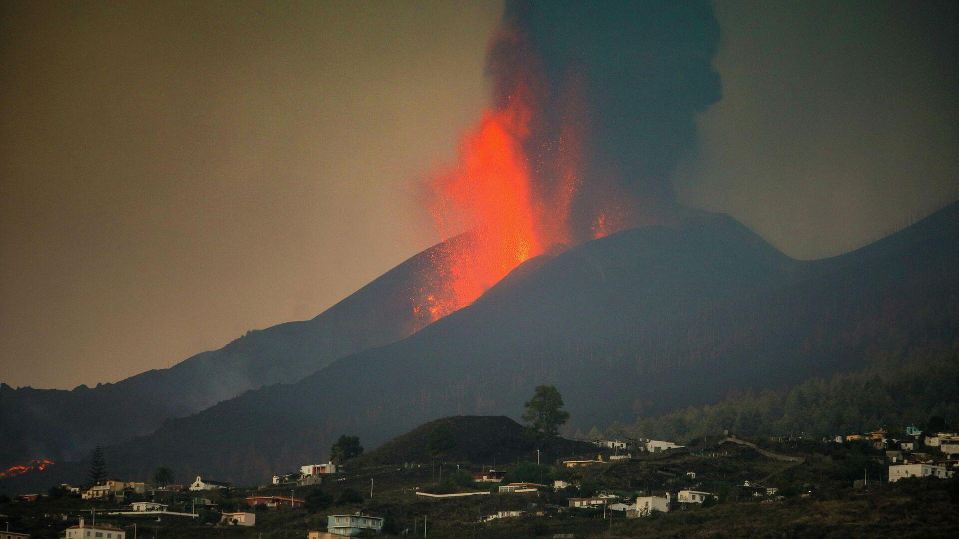 El volcán de La Palma se reactiva - Sputnik Mundo, 1920, 27.09.2021
