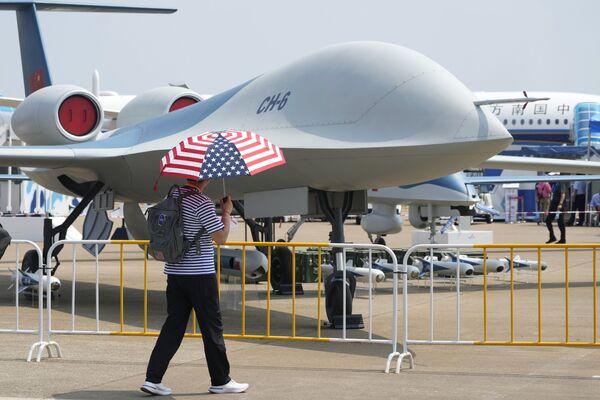 Otra de las novedades del salón es el dron de largo alcance CH-6, que se puede emplear tanto para misiones de reconocimiento como de ataque. Puedes conocerlo en más detalle en el artículo de Sputnik. - Sputnik Mundo