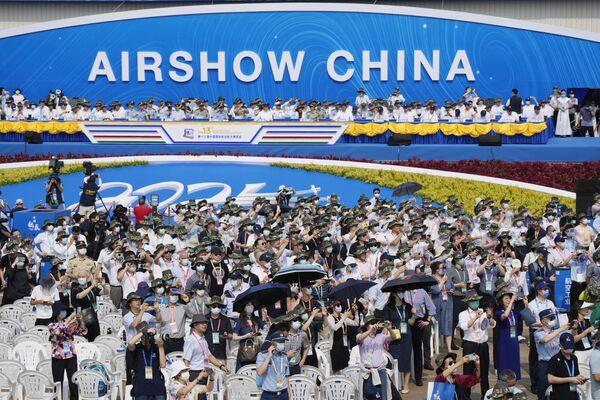El Salón Aeroespacial de Zhuhai se celebró por primera vez en 1996, y año tras año atrae a más y más visitantes, pues sirve de escaparate de los últimos avances del país asiático en el ámbito de la aviación y el espacio.  - Sputnik Mundo