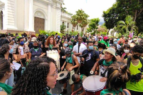Organizaciones feministas marcharon por el centro de la capital venezolana por un aborto legal y seguro - Sputnik Mundo