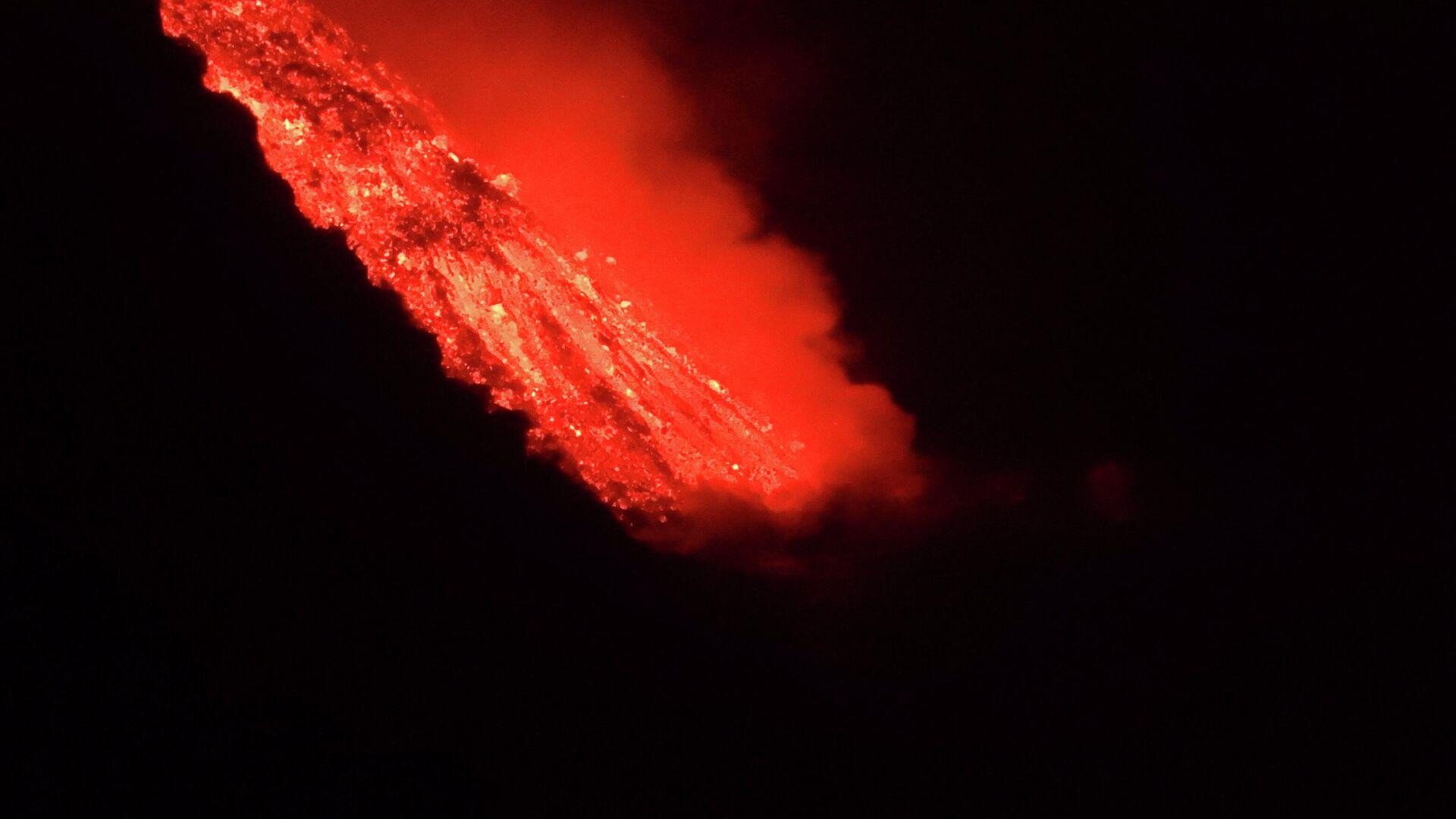 La lava del volcán de Cumbre Vieja llega al mar (La Palma) - Sputnik Mundo, 1920, 29.09.2021