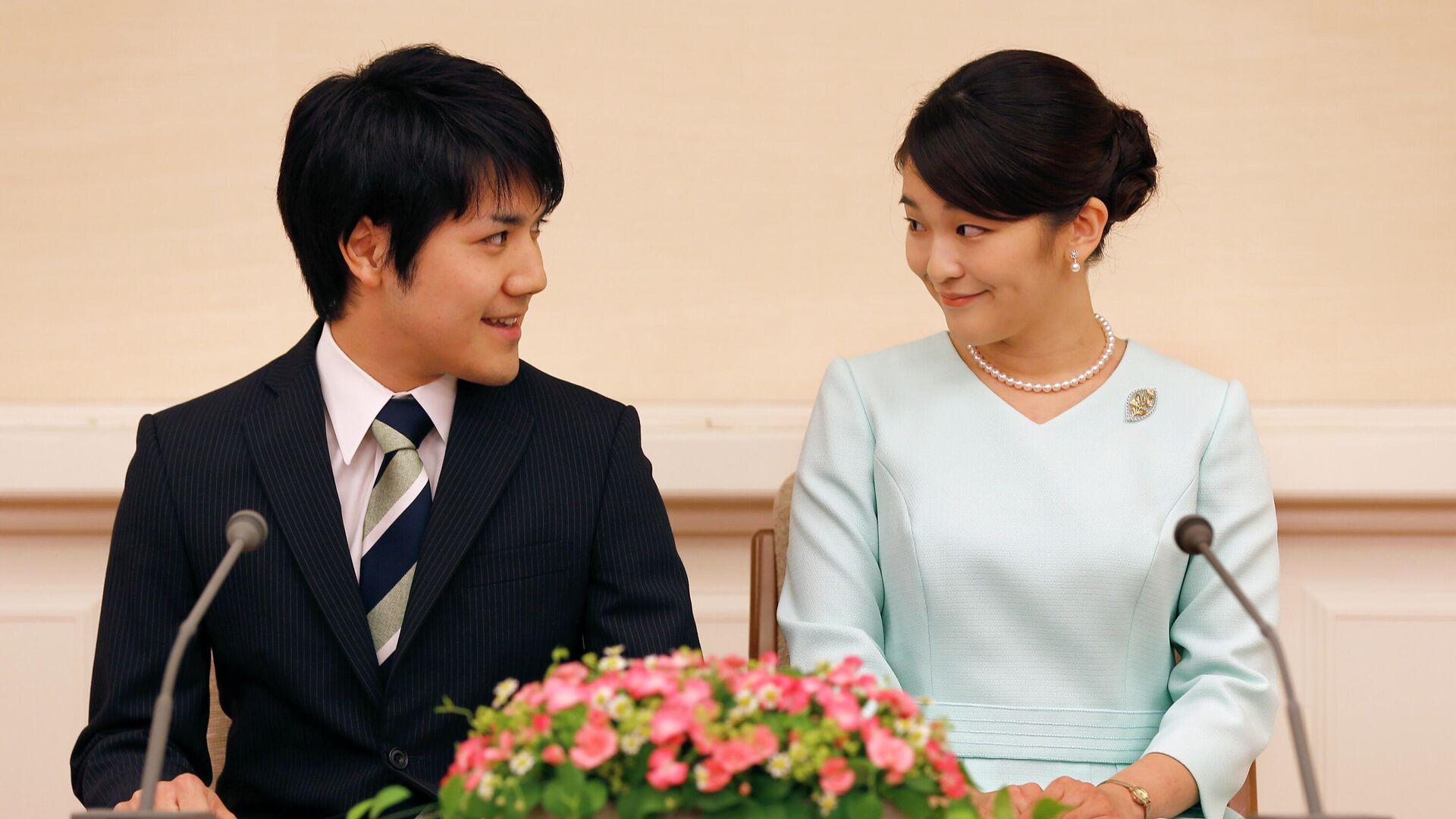 La princesa Mako junto a su prometido, Kei Komuro - Sputnik Mundo, 1920, 29.09.2021
