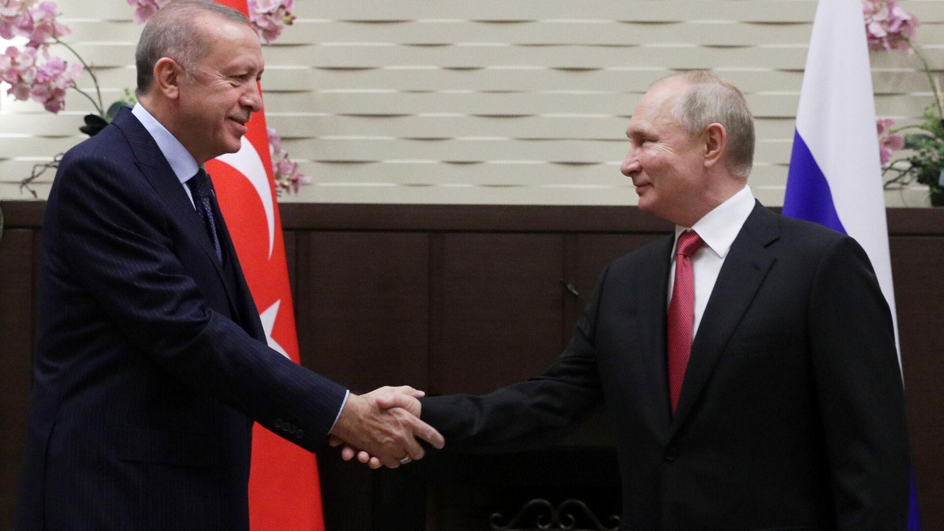 El presidente turco, Recep Tayyip Erdogan, y el presidente de Rusia, Vladímir Putin - Sputnik Mundo, 1920, 29.09.2021