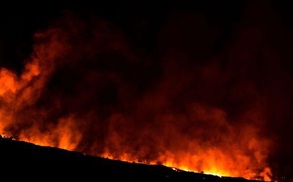 La erupción de Cumbre Vieja ha causado enormes pérdidas económicas. Ángel Víctor Torres, jefe del Gobierno de Canarias, dijo que los daños de la erupción del volcán en España superarían los 400 millones de euros. - Sputnik Mundo