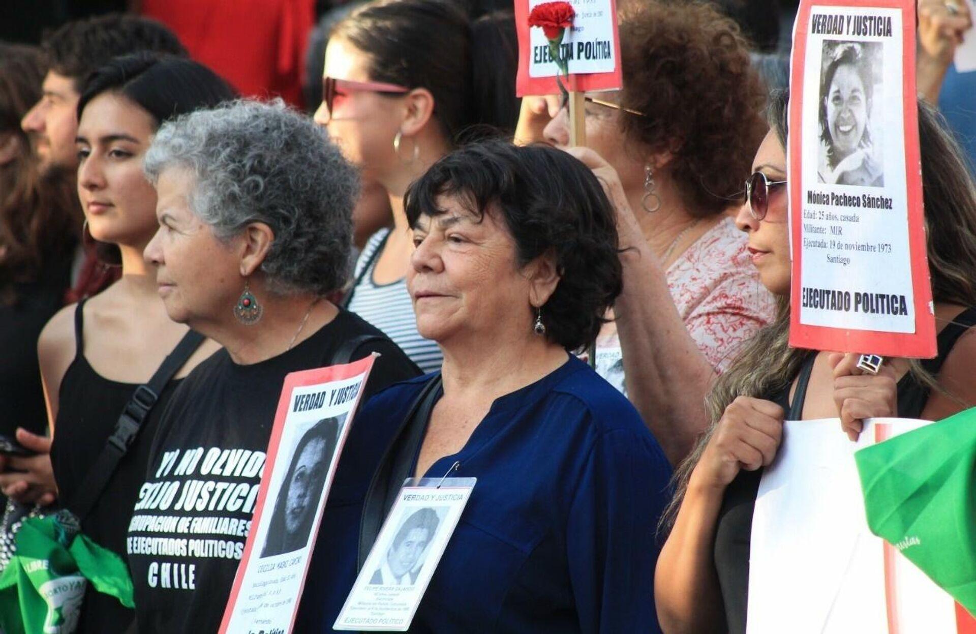Alicia Lira (centro), presidenta de la Agrupación de Familiares de Ejecutados Políticos (AFEP) de Chile - Sputnik Mundo, 1920, 30.09.2021