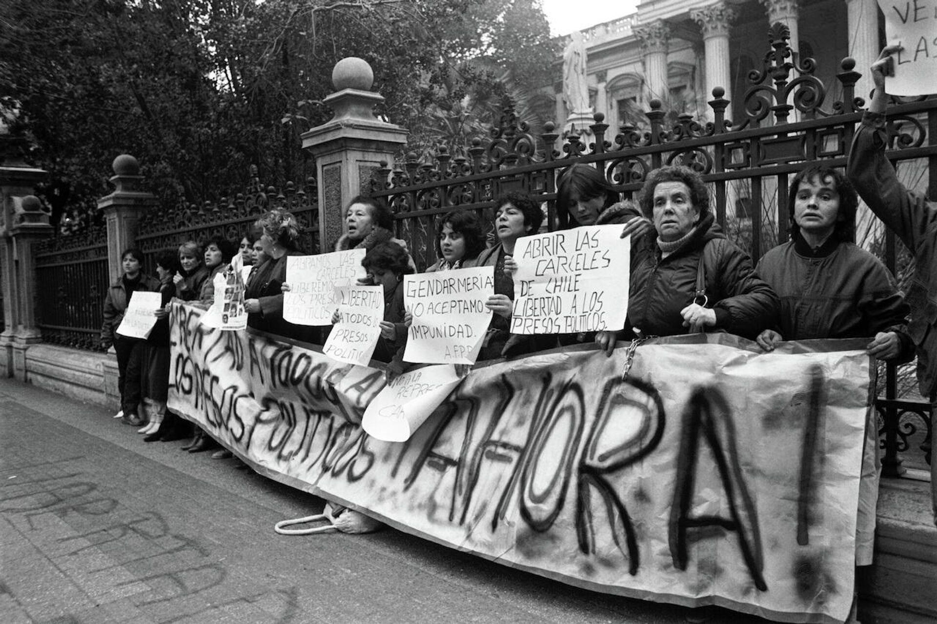 Cuatro mujeres de la AFPP encadenadas a tribunales  en 1986  - Sputnik Mundo, 1920, 30.09.2021