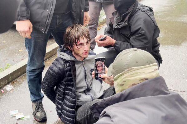 Un detenido del grupo terrorista ISIS (autodenominado Estado Islámico, proscrito en Rusia) - Sputnik Mundo