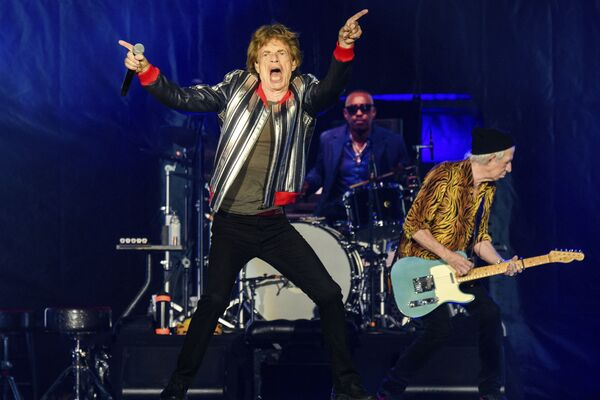 La legendaria banda de rock Rolling Stones actúa durante la gira 'No Filter' en San Luis. Es su primera gira por Estados Unidos desde la muerte del baterista Charlie Watts. - Sputnik Mundo