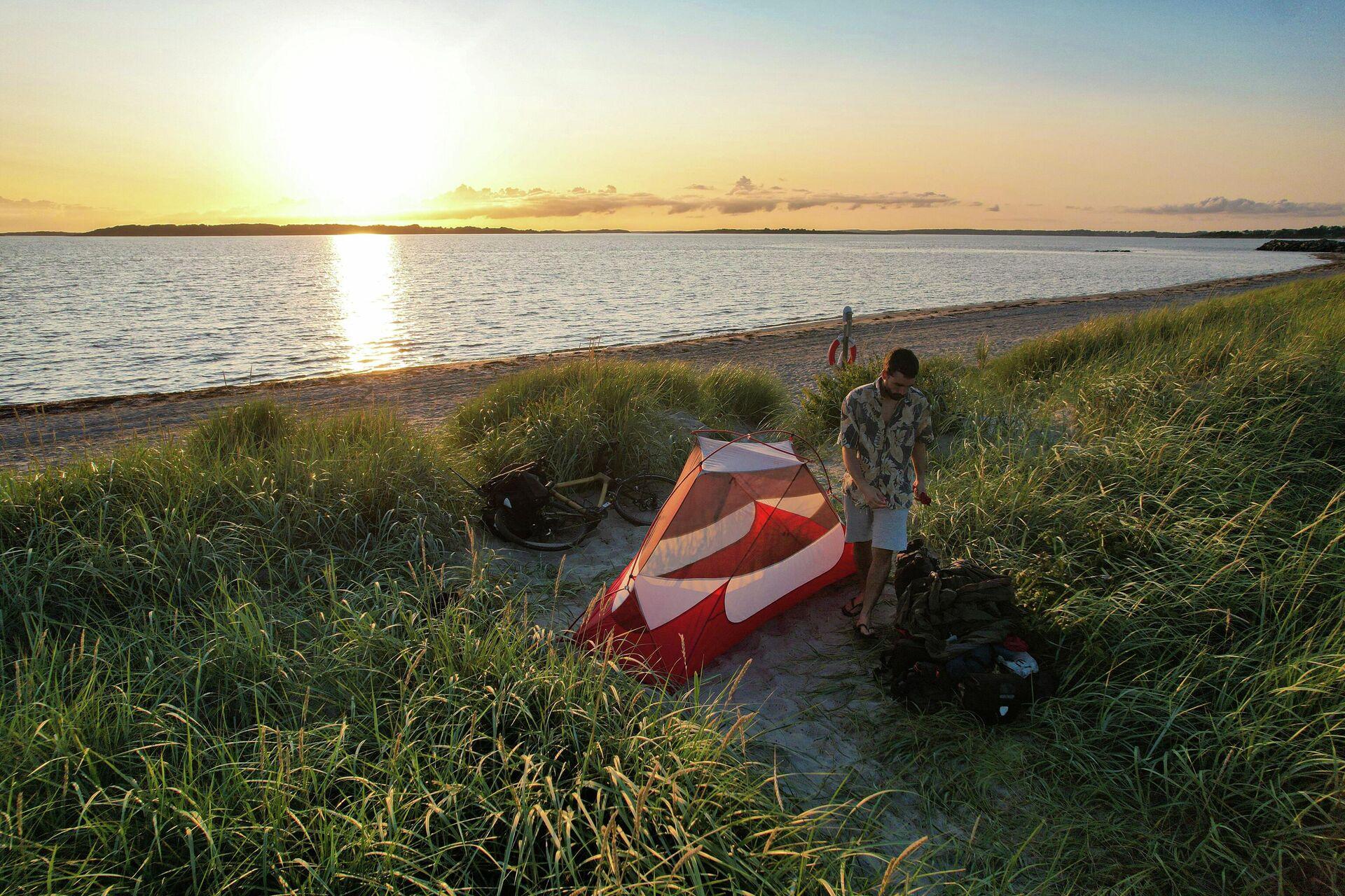 Sergi Unanue acampado en una playa del norte de Europa - Sputnik Mundo, 1920, 01.10.2021