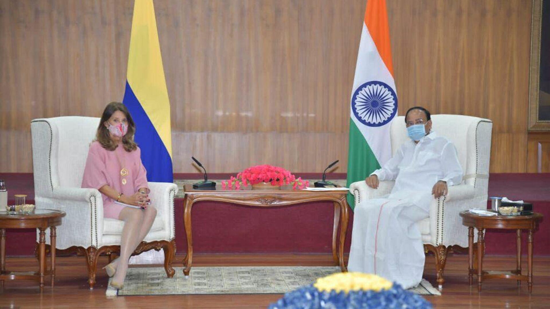 La vicepresidenta y canciller de Colombia, Marta Lucía Ramírez, con el vicepresidente de La India, Venkaiah Naidu - Sputnik Mundo, 1920, 01.10.2021