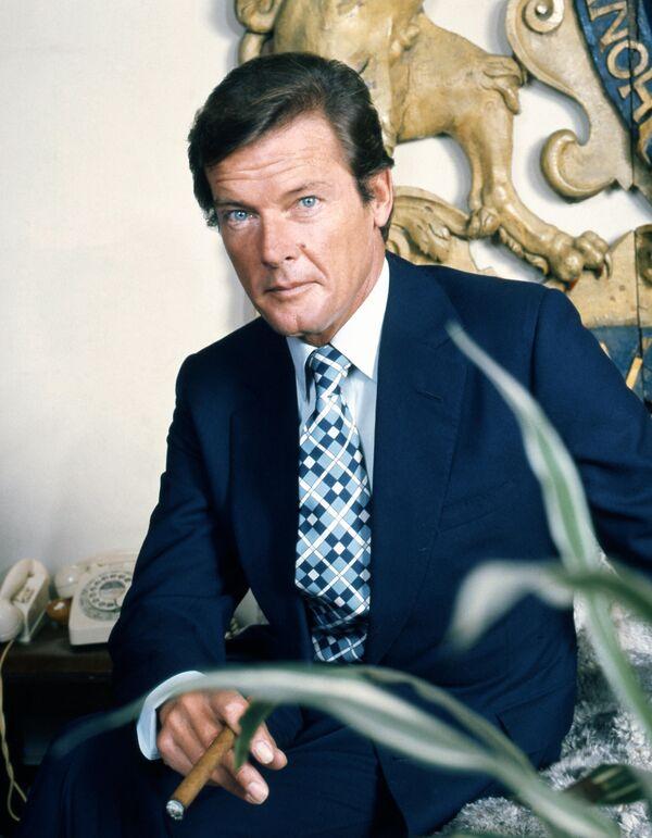 Roger Moore (1927-2017) protagonizó siete películas de la saga James Bond, entre 1973 y 1985. - Sputnik Mundo