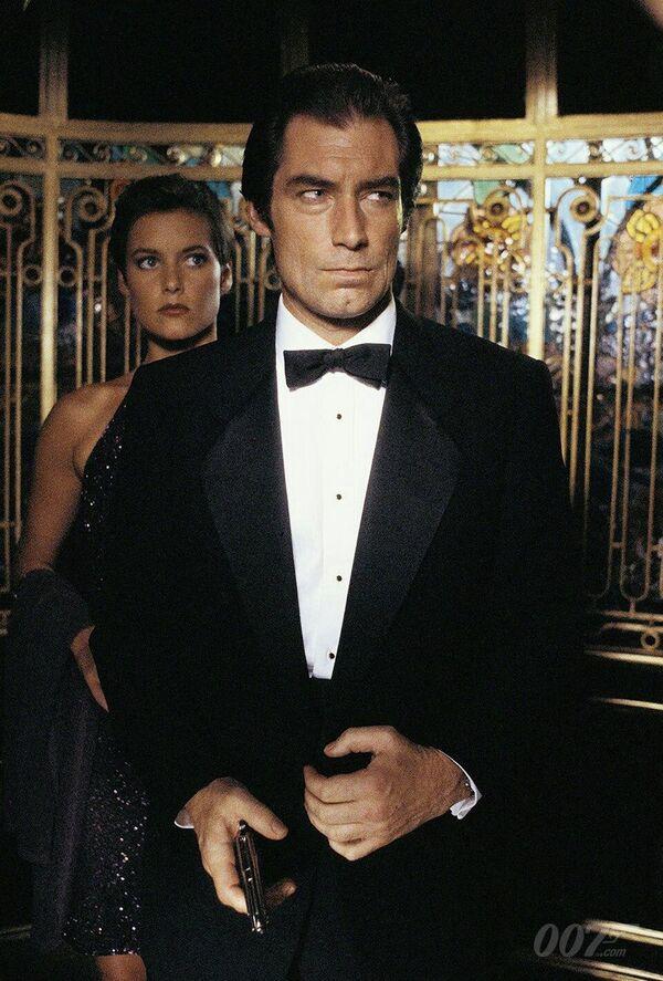 Timothy Dalton encarnó al agente 007 en Su nombre es peligro de 1987 y en Licencia para matar de 1989. - Sputnik Mundo