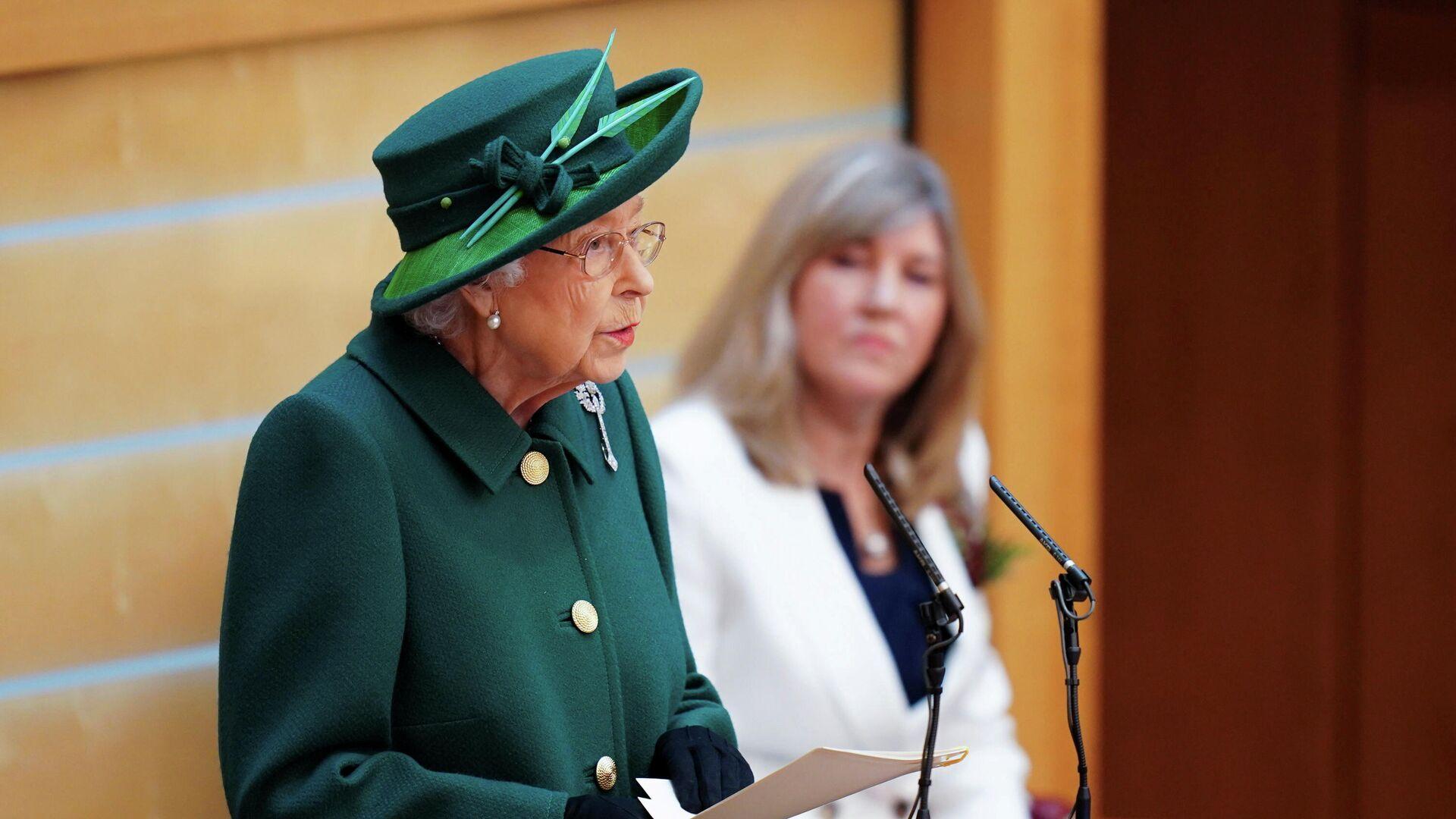 La reina británica Isabel II inaugura oficialmente la nueva sesión del Parlamento escocés, el 2 de octubre de 2021 - Sputnik Mundo, 1920, 02.10.2021