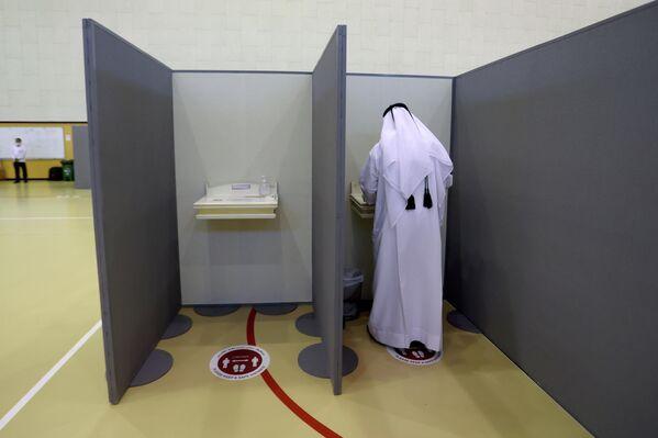 Las primeras elecciones democráticas al Consejo Consultivo estaban programadas para el segundo semestre de 2013, pero nunca se llevaron a cabo, ya que el jeque Hamad bin Jalifa Thani emitió un decreto en junio de ese año antes de su abdicación a favor de su hijo, extendiendo el mandato del Consejo Consultivo por tiempo indefinido. Solo en agosto de este año, el emir Tamim bin Hamad Thani decidió celebrar elecciones el 2 de octubre. - Sputnik Mundo