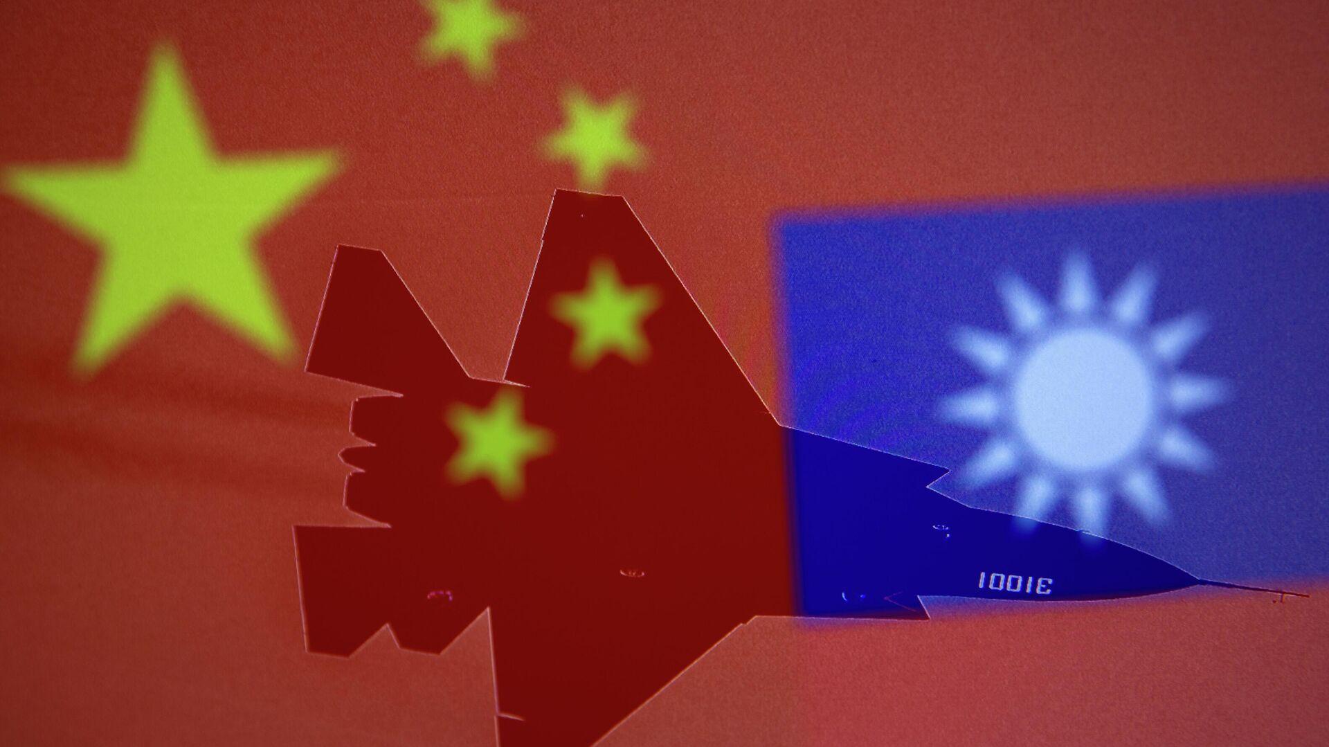 Banderas de China y Taiwán con silueta de un caza - Sputnik Mundo, 1920, 03.10.2021