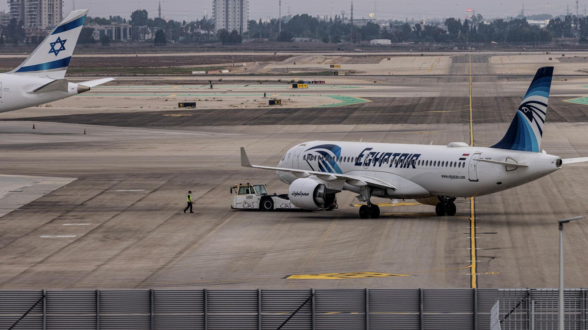 El primer vuelo comercial de EgyptAir entre El Cairo y Tel Aviv aterriza en el aeropuerto Ben Gurión de Israel - Sputnik Mundo, 1920, 03.10.2021