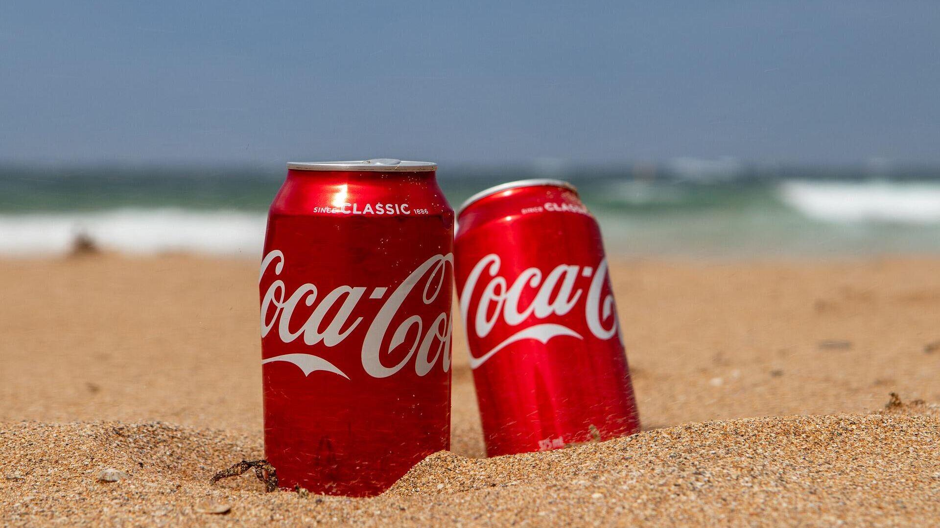 Unas latas de Coca-Cola - Sputnik Mundo, 1920, 03.10.2021