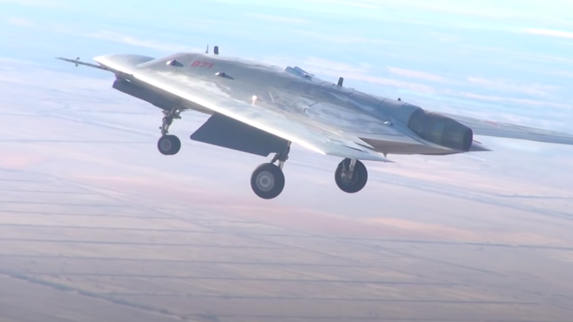 El dron militar ruso Ojotnik durante unas pruebas - Sputnik Mundo, 1920, 03.10.2021