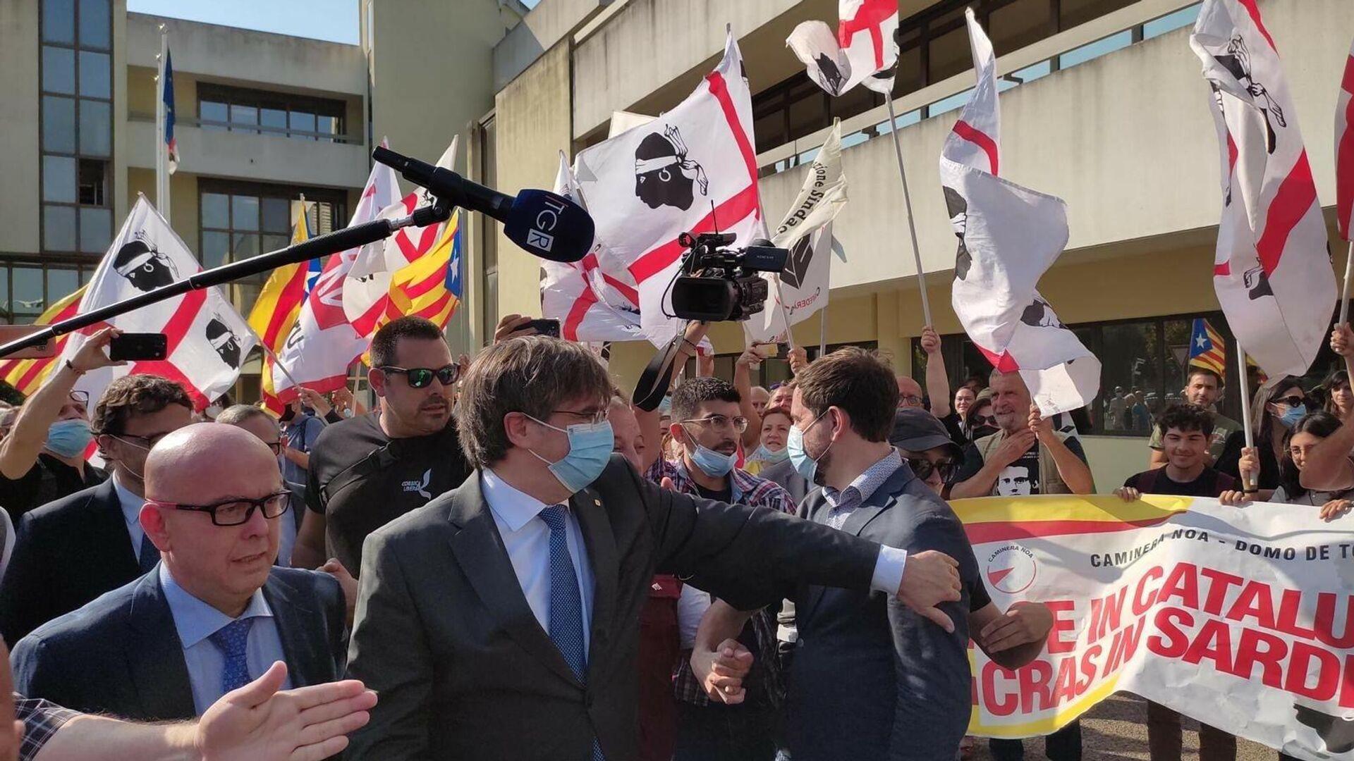 El expresidente de la Generalitat Carles Puigdemont llega al Tribunal de Apelación de Sassari (Italia) - Sputnik Mundo, 1920, 04.10.2021
