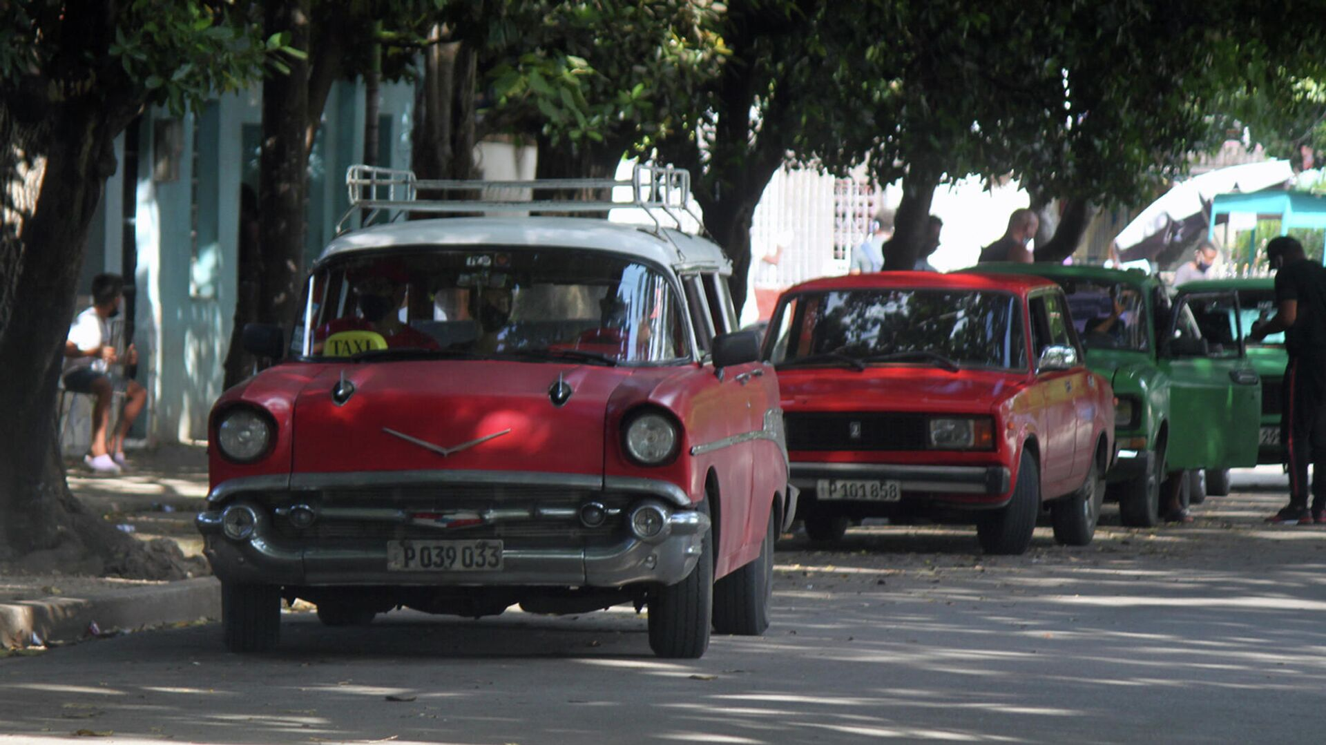 Autos de fabricación estadounidense con más de 65 años de explotación que aun circulan por las calles de Cuba - Sputnik Mundo, 1920, 04.10.2021