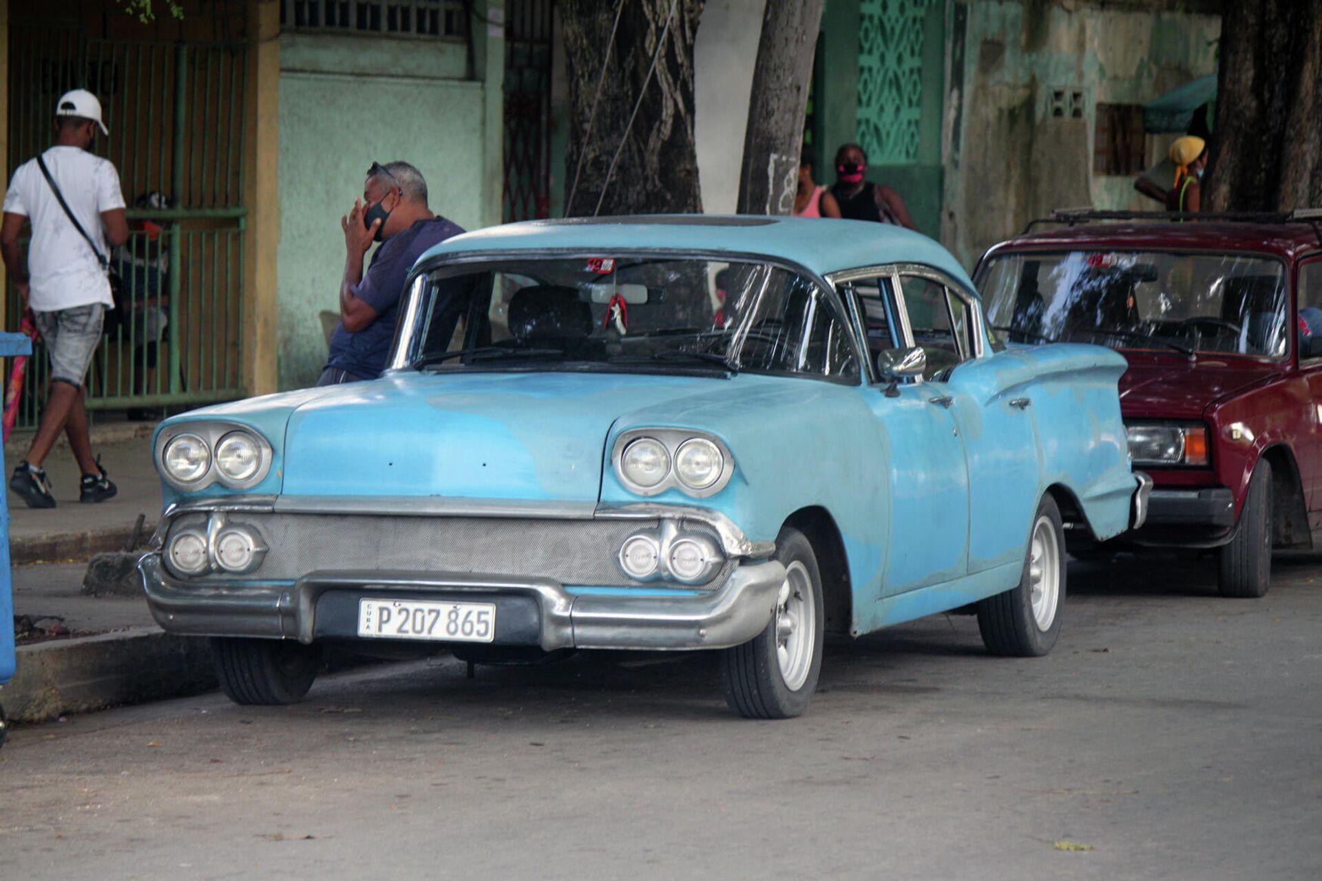 Autos de fabricación estadounidense con más de 65 años de explotación que aun circulan por las calles de Cuba - Sputnik Mundo, 1920, 05.10.2021