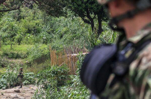 Militares colombianos patrullan la zona del Puente Internacional Simón Bolívar. - Sputnik Mundo