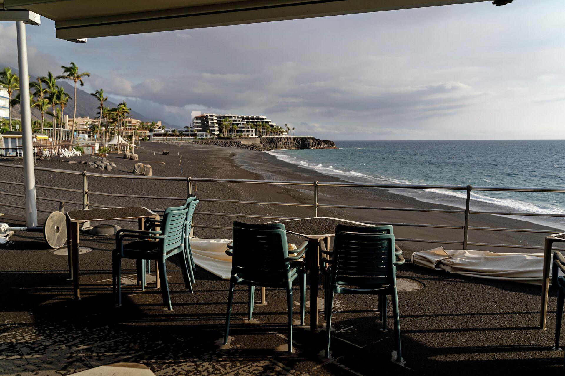 Terraza llena de ceniza en Puerto de Naos (La Palma) - Sputnik Mundo, 1920, 05.10.2021
