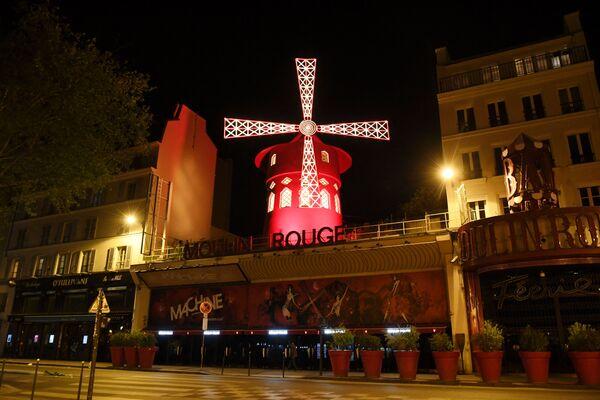 El bulevar de Clichy, en el que se ubica el legendario cabaret, durante el confinamiento. - Sputnik Mundo