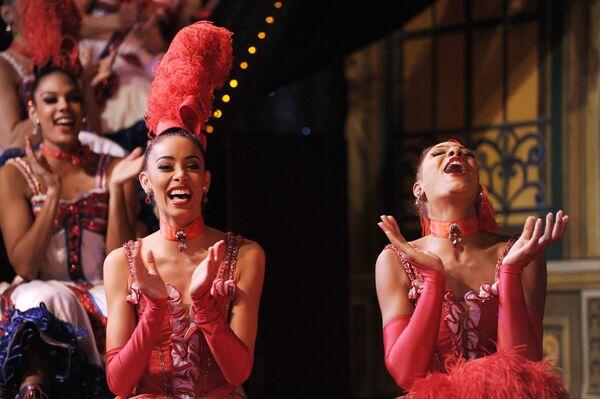 Las bailarinas del cabaret parisino batieron seis récords mundiales, entre ellos el de levantar las piernas 720 veces en tan solo 30 segundos. - Sputnik Mundo