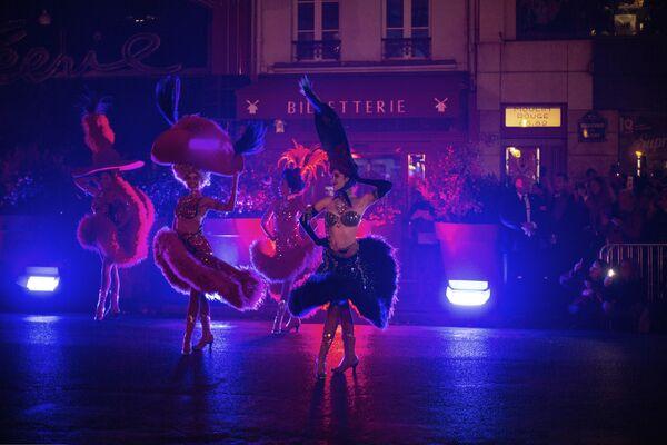 El espectáculo celebrado con motivo del 130 aniversario del cabaret parisino. - Sputnik Mundo
