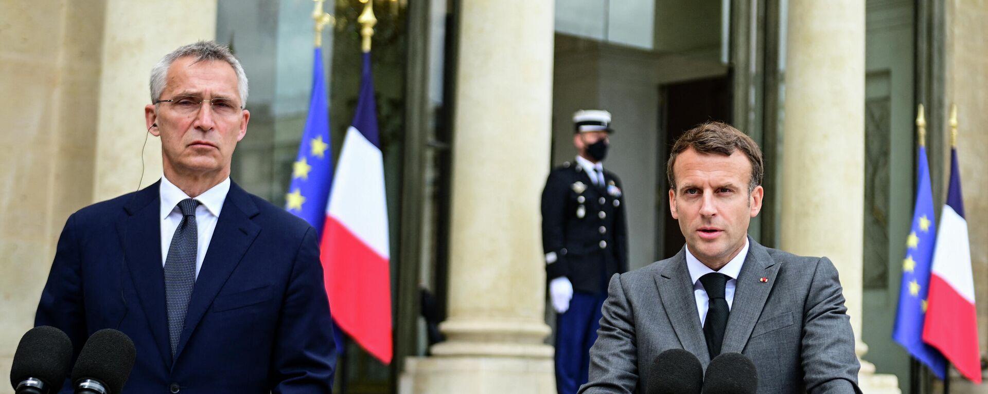 El secretario general de la OTAN, Jens Stoltenberg, y el presidente de Francia, Emmanuel Macron - Sputnik Mundo, 1920, 06.10.2021