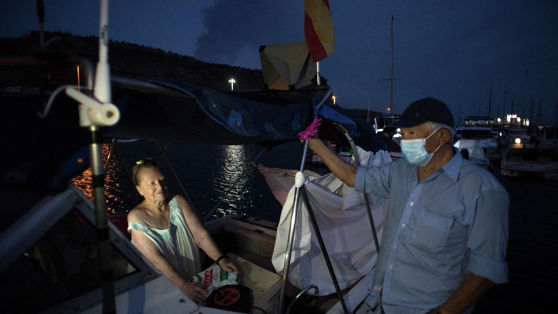 Margaretha y Luis, vecinos afectados por la erupción del volcán en La Palma - Sputnik Mundo, 1920, 07.10.2021