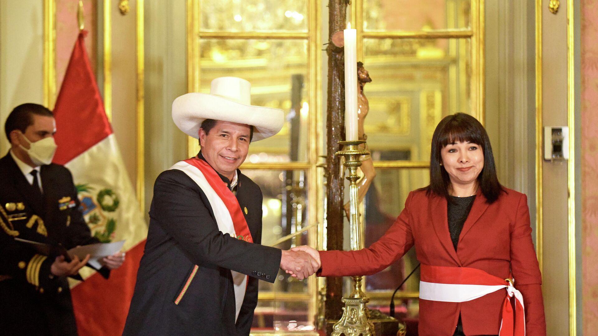 El presidente de Perú, Pedro Castillo, toma juramento a Mirtha Vázquez como primera ministra - Sputnik Mundo, 1920, 14.10.2021
