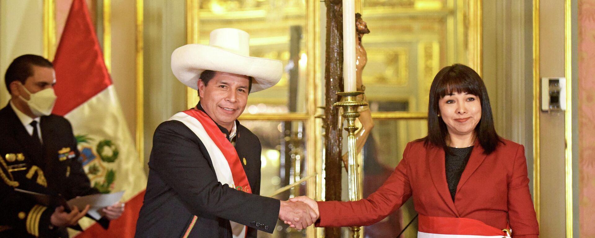 El presidente de Perú, Pedro Castillo, toma juramento a Mirtha Vázquez como primera ministra - Sputnik Mundo, 1920, 07.10.2021