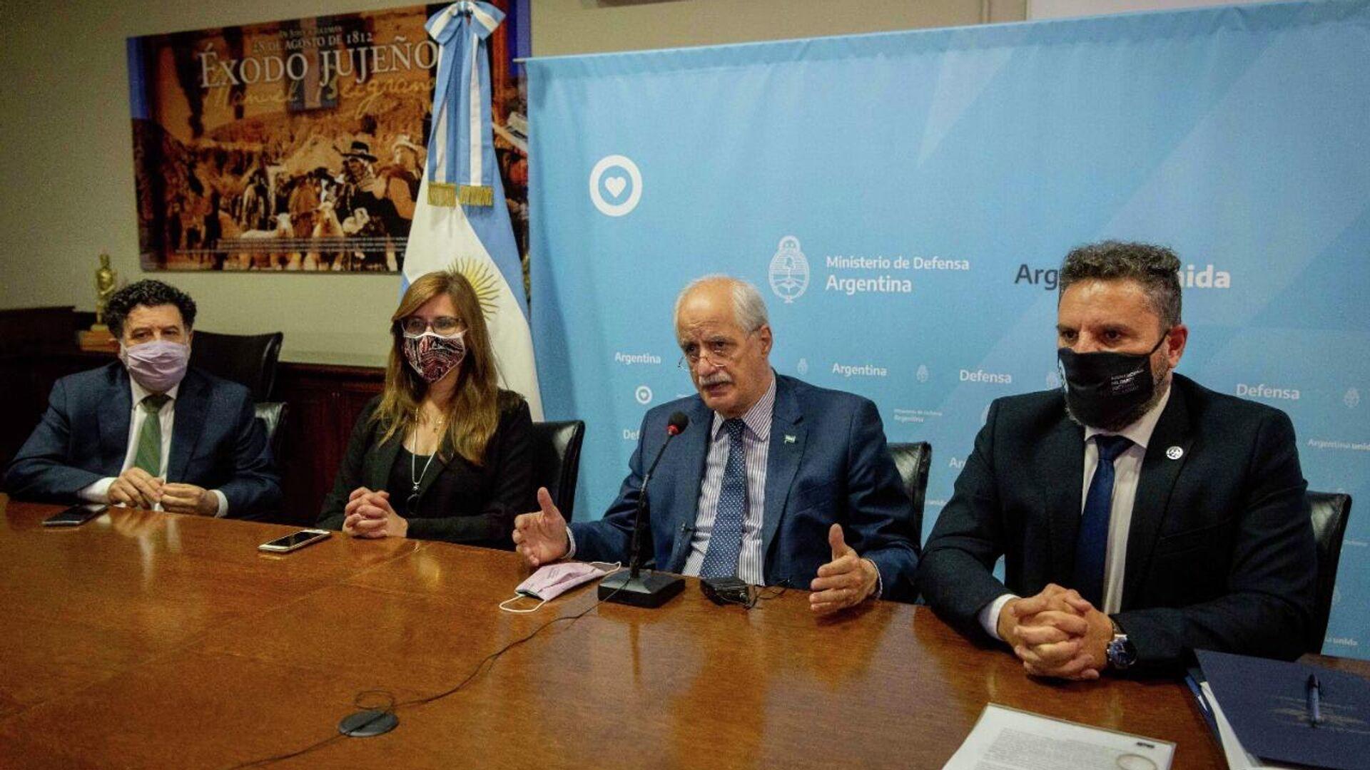 Jorge Taiana, ministro de Defensa argentino, encabezó la firma de un importante acuerdo entre fabricaciones militares y la empresa Orica de Perú - Sputnik Mundo, 1920, 07.10.2021