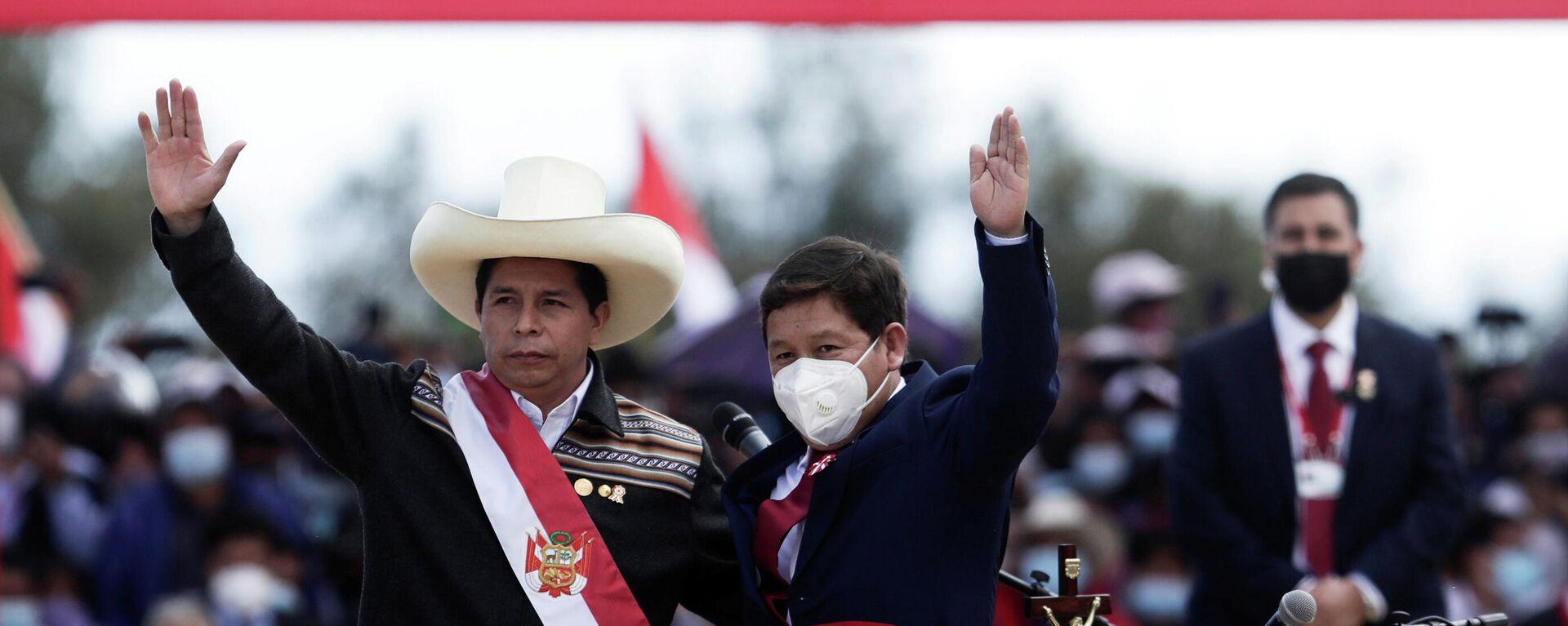 El presidente de Perú, Pedro Castillo, y el ex primer ministro de Perú, Guido Bellido - Sputnik Mundo, 1920, 07.10.2021