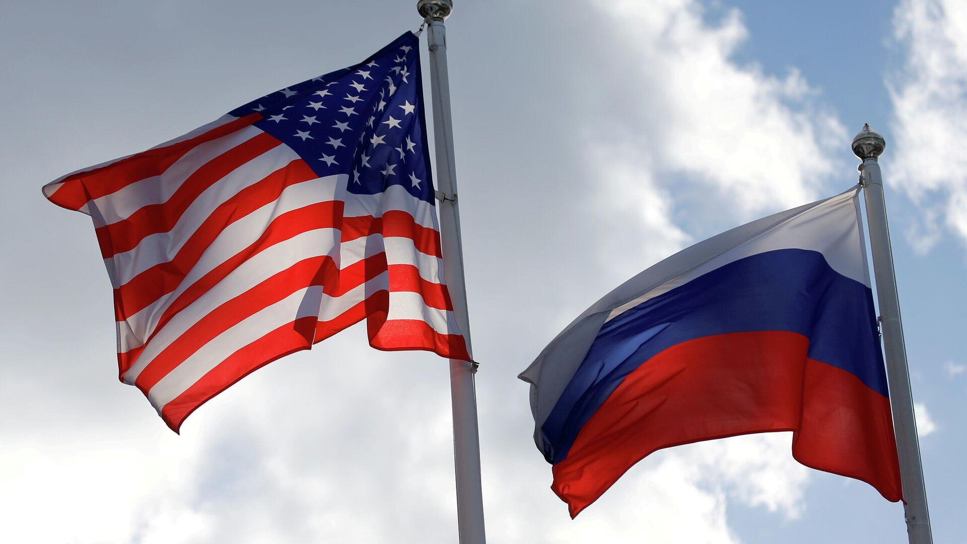 Banderas de Rusia y EEUU (referencial) - Sputnik Mundo, 1920, 08.10.2021