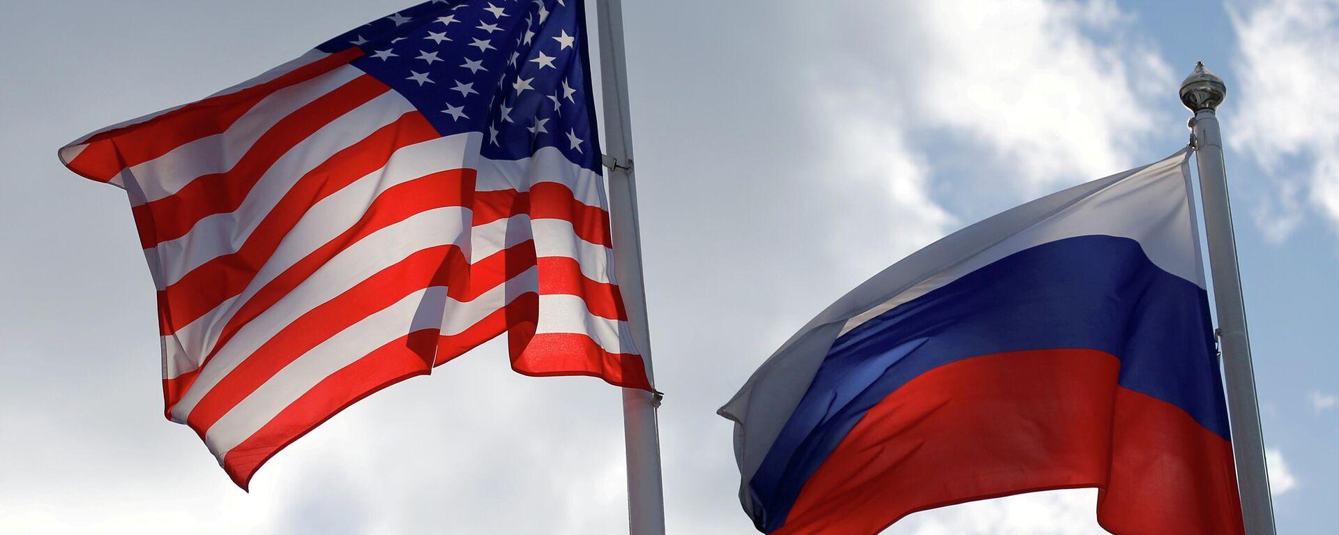 Banderas de Rusia y EEUU (referencial) - Sputnik Mundo, 1920, 13.10.2021