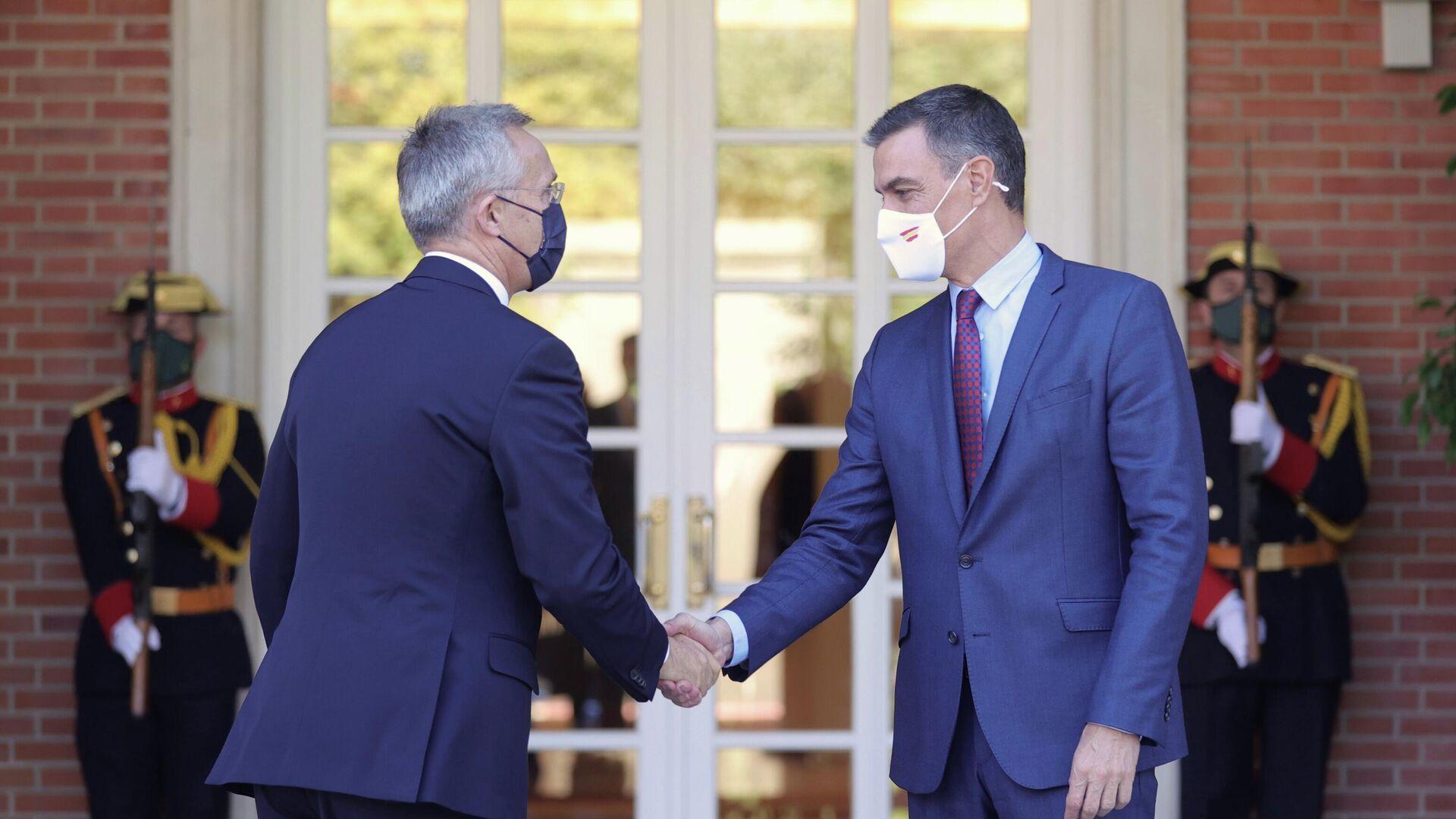 El presidente del Gobierno, Pedro Sánchez, recibe al secretario general de la OTAN, Jens Stoltenberg (i), en el Palacio de la Moncloa - Sputnik Mundo, 1920, 08.10.2021