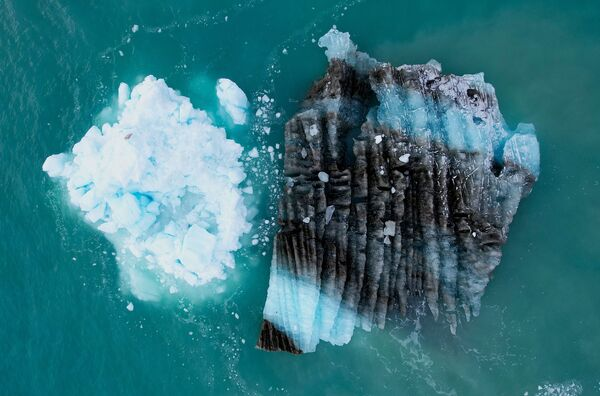 El glaciar es una popular atracción turística groenlandesa, adonde llega una gran cantidad de visitantes anualmente. Esto se debe, parcialmente, a que es uno de los glaciares de más rápido movimiento de Groenlandia, desplazándose cerca de 30 metros al día. - Sputnik Mundo