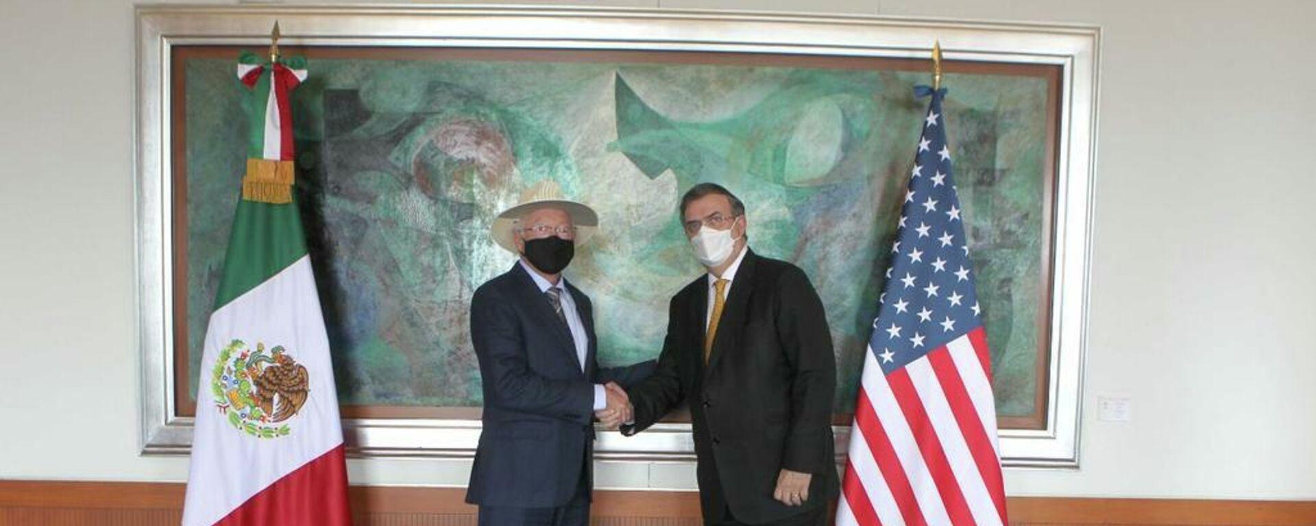 Ken Salazar, embajador de EEUU en México, y Marcelo Ebrard, canciller mexicano - Sputnik Mundo, 1920, 08.10.2021