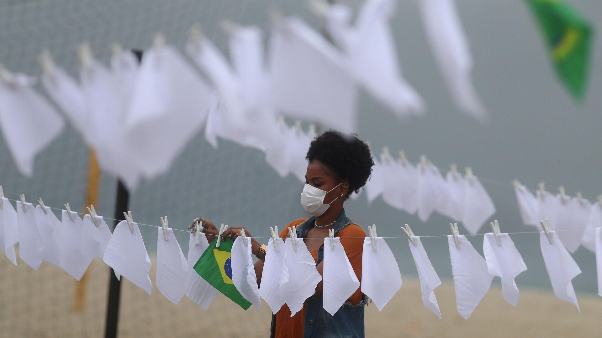 Una protesta en la playa de Copacabana de Río recuerda a las víctimas del COVID-19 - Sputnik Mundo, 1920, 08.10.2021