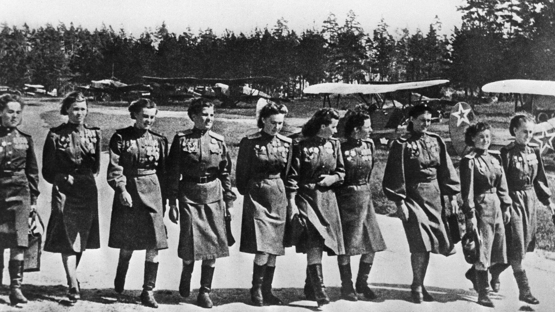 Algunas de las miembros del Regimiento Nocturno de Bombarderos de la URSS - Sputnik Mundo, 1920, 08.10.2021
